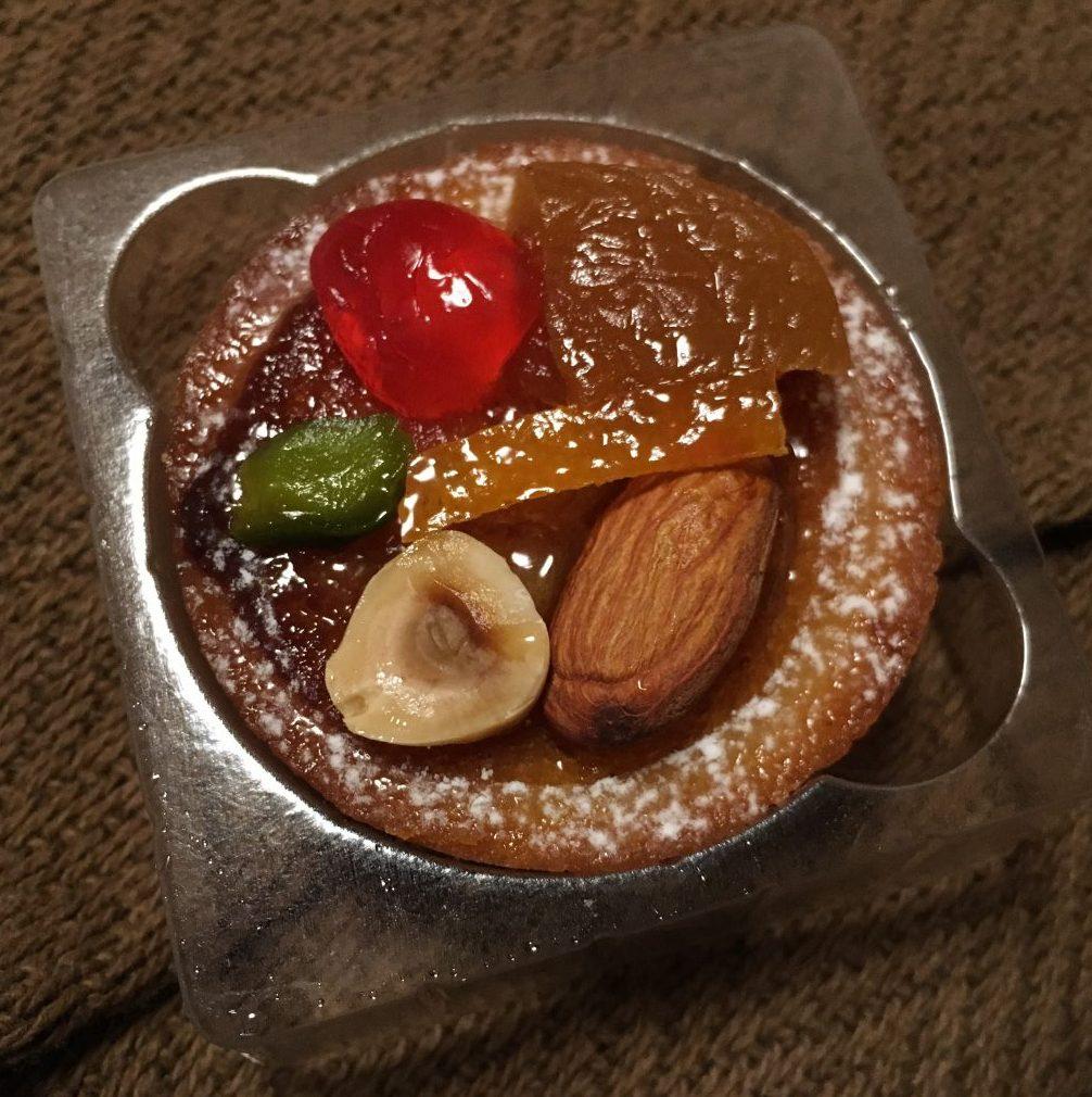 「セバスチャン・ブイエ」のタルト。見た目もカワイイお土産にぴったりの洋菓子