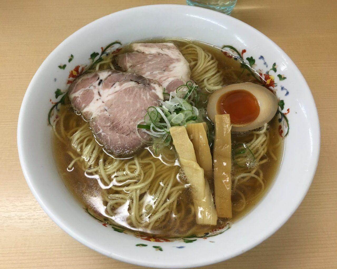 八王子駅北口徒歩8分×ガッツリ煮干しの強い風味と澄んだ醤油スープ「煮干しらーめん 圓」煮干しらーめん